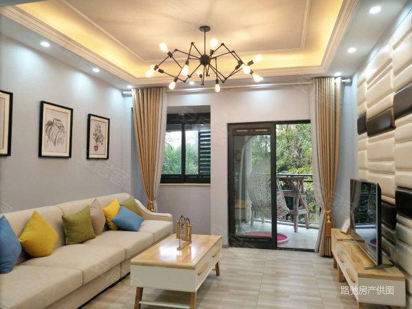 花溪轻轨旁!简欧式风格装修,正规3室,双阳台,随时可看房!