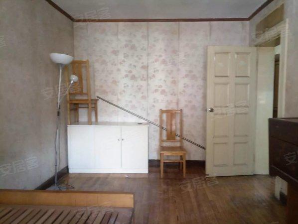 虹口足球场 水电路386弄 标准两房 中等装修 拎包入住