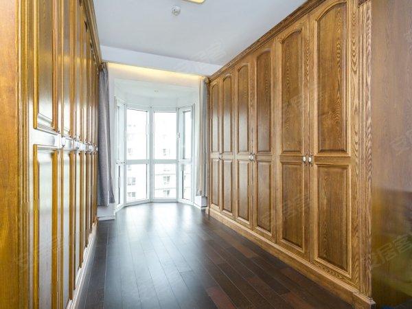 实木装修,欧式极简风格,沉稳大气阳光上东地暖大三居