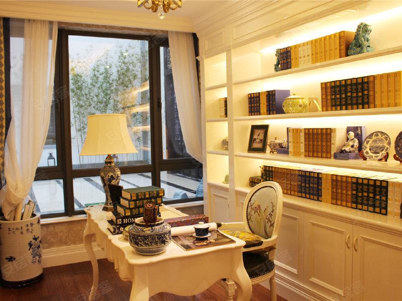 因此可改造为客房或儿童房,方便照顾小孩;且书房配带宽阔窗开窗,使得图片